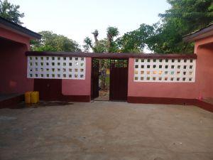 Kenyasi no 2 teachers' quarters - Shining entrance